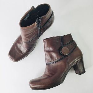 Clark's Artisan Brown leather button ankle booties